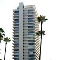 Элтон Джон поставил на реализацию апартаменты в Лос-Анджелесе
