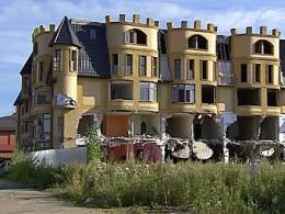 Власти обещали помочь обитателям ломаемого в Вешках дома