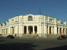 Александровский Гостиничный двор продадут на аукционе
