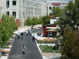 Цукерберг возведет в кампусе Фейсбук развлекательную улицу
