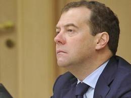 Медведев выступил за быстрейшее исключение земли у маклаков