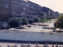 Отечественная организация возведет квартирной комплекс рядом с Берлинской стенкой