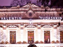 Юдашкин просил Медведева сделать подарок на дом