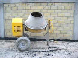 Застройщик самовольно обрушил фасад прежнего разливательного цеха автозавода ЗИЛ