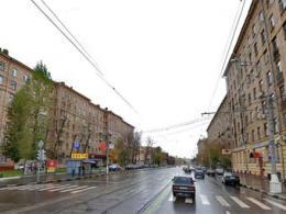 К монументу на западе Города Москва нелегально подстроили 3 сооружения