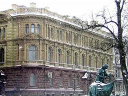 Приобретенный у Смольного дворец перепродадут вдвое дешевле