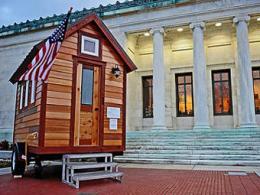 На eBay поставили самый малый дом во всем мире