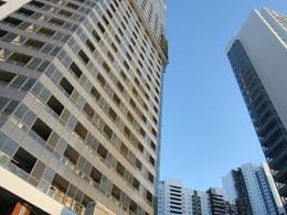 В месяц в городе Москва приобрели квартир бизнес-класса на 100 млн долларов США